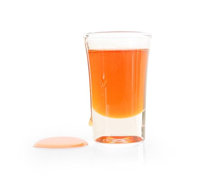 白に分離された蜂蜜のガラス。