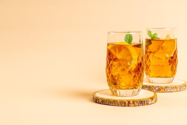 ミントとアイスレモンティーのガラス