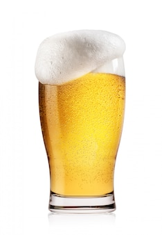白い泡と軽いビールのグラス Premium写真