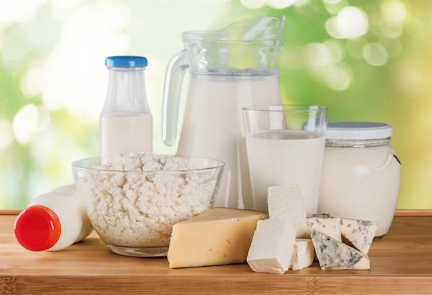 배경에 우유와 유제품의 유리