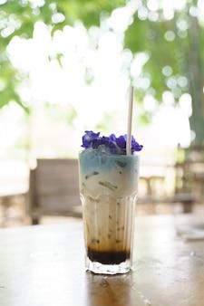 コーヒーショットとミルクティーのガラス