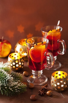 오렌지와 향신료, 크리스마스 장식 mulled 와인의 유리