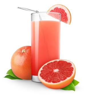 흰색 배경에 분리된 분홍색 자몽 주스와 자른 자몽 한 잔