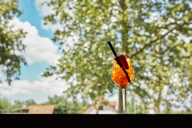 여름에 상쾌한 칵테일 한 잔