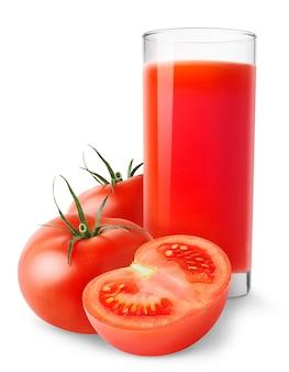 흰색 배경에 분리된 토마토 주스와 자른 토마토 한 잔