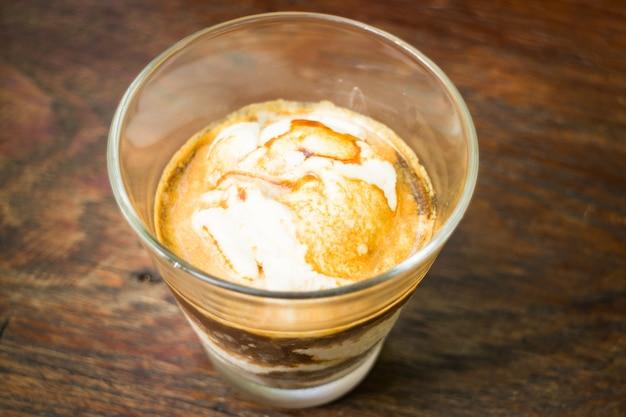 바닐라 아이스크림 아포 가토 커피의 유리