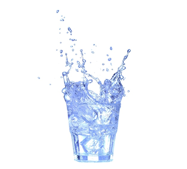 흰색 배경에 물, 얼음, 신선한 레몬 한 조각