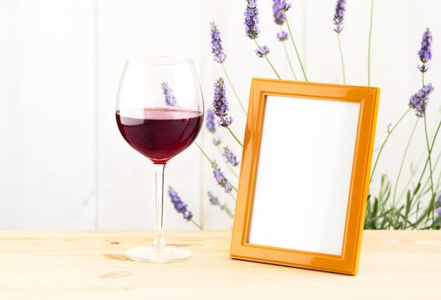 ラベンダーブッシュのワイングラス。