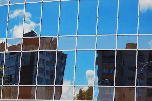 Стекло офисное здание отражение небо облако