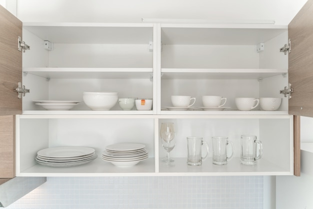 Glass plate cupboard storage