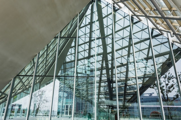 Glass structure and steel