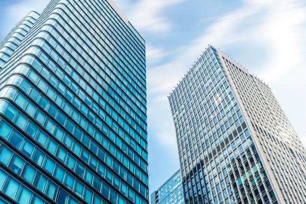 Стеклянные окна небоскребов в финансовом районе луцзяцзуй, шанхай