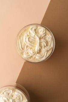 ホイップクリームとコーヒーのグラス