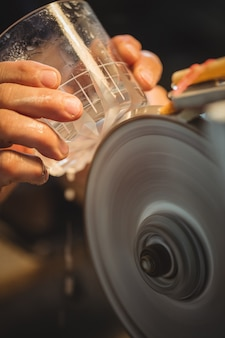 ガラス製品のガラス製品の研磨と研削