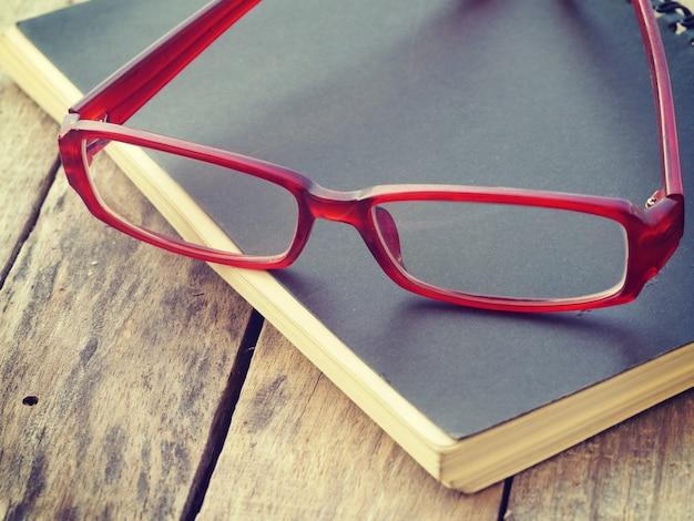 メガネとレトロヴィンテージスタイルの本