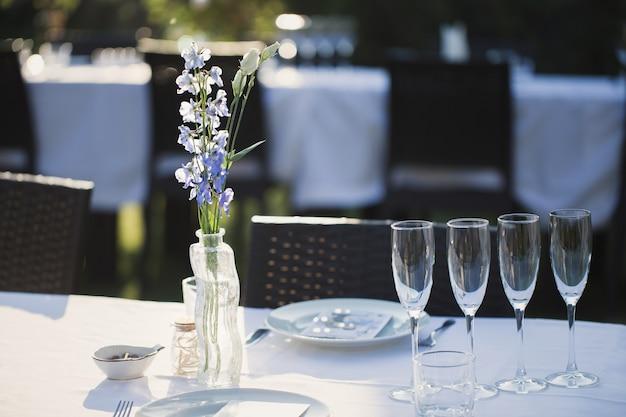 Бокалы на свадебный стол
