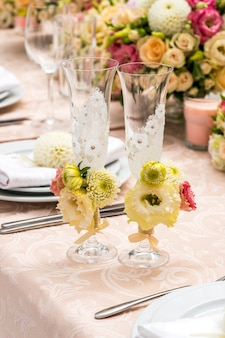 Glasses of champagne decorated with flowers