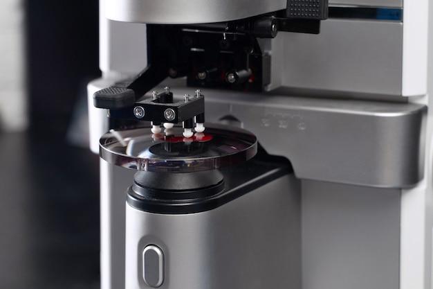 Фабрика очковых линз для оптометристов и оптических мастерских