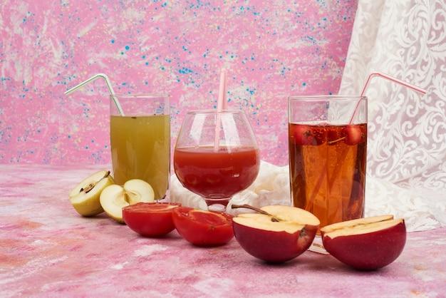 リンゴとトマトのジュースのグラス。