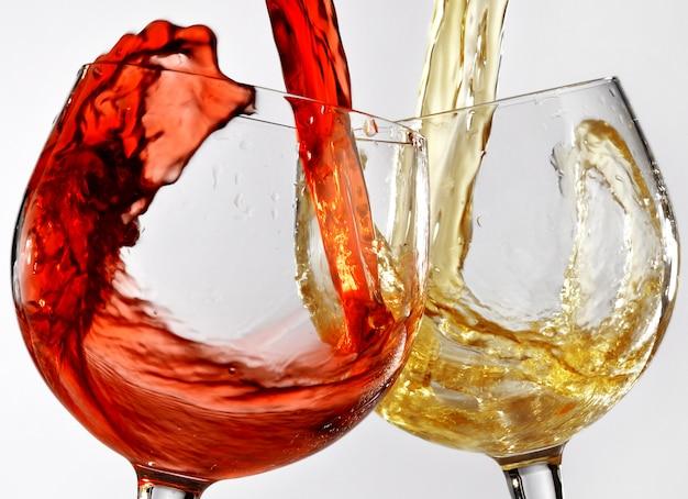 赤ワインと白ワインのグラス