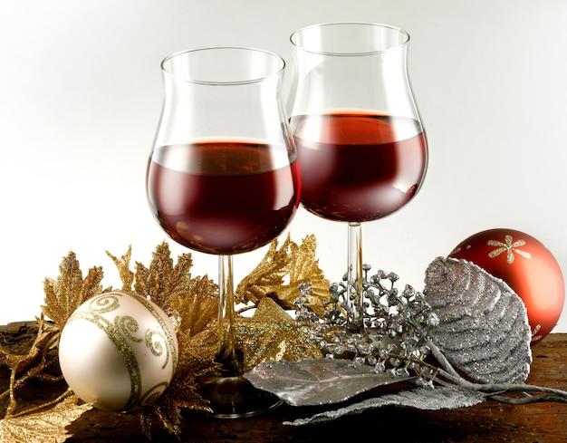 赤ワインのグラスクリスマスのテーマ