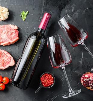 材料とボトルと赤ワインのグラス