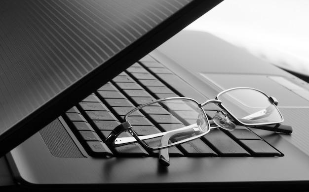 ノートパソコンのメガネ