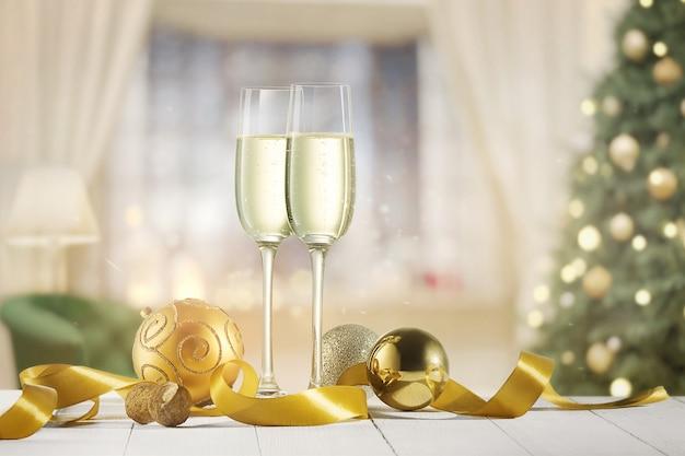 きらめく別荘の背景にシャンパンとグラス