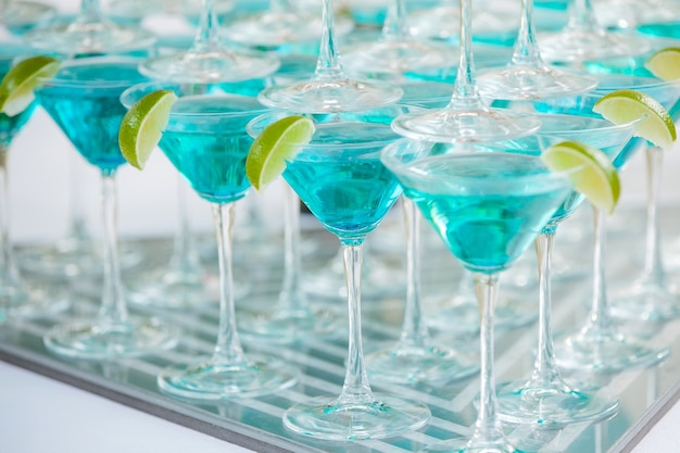 Glasses with cocktails and lime