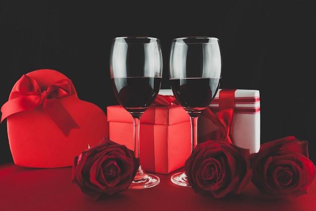 2 gifstとthreerosesと赤ワインとグラス