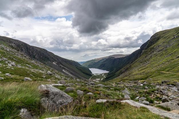 Glendalough 위 호수, glenealo 계곡, wicklow 방법, 카운티 wicklow, 아일랜드.