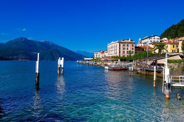 Взгляд на белладжио на озере комо в италии