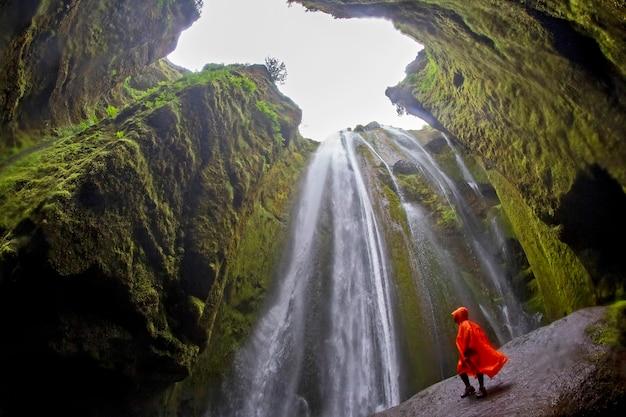 아이슬란드의 Gljufrabui 폭포, 바위 계곡 프리미엄 사진