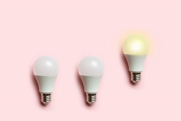グローバルエコロジー、国際省エネルギーデーまたはアースアワーのコンセプト。創造性のインスピレーション