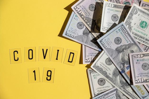 Глобальная пандемия covid 19 закрыта. высокая цена на маски и спрос во время карантина в сша, европе. график снижения фондового рынка и масляный насос джек.