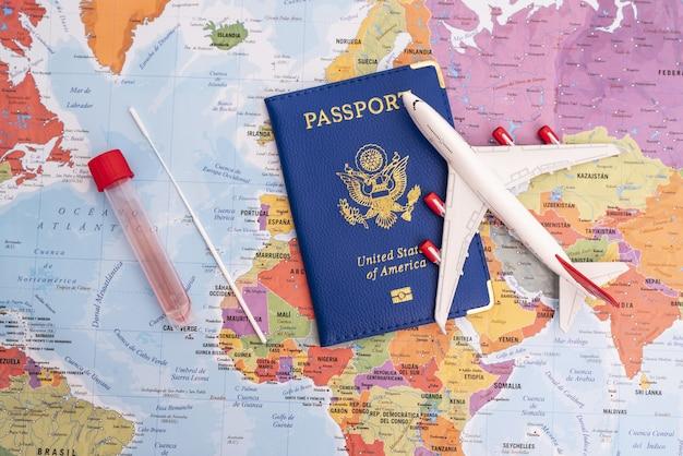 Глобальная концепция вакцинации для путешествий и возобновления экономического восстановления во время отпуска и экономи ...