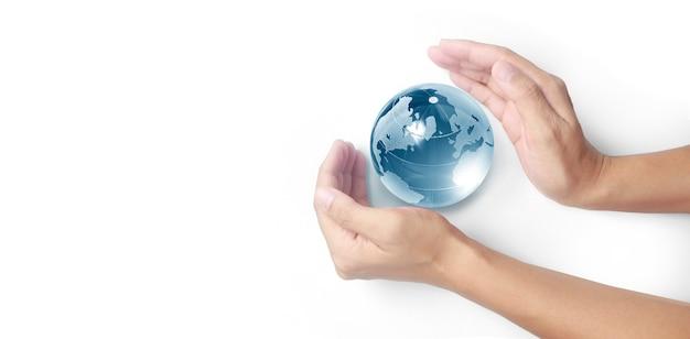 手に地球、省エネの概念、nasaによって提供されるこの画像の要素