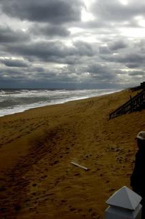 Мрачный пляж