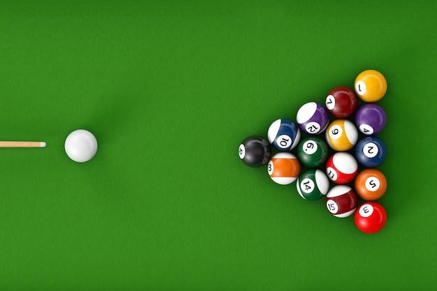 Глянцевые бильярдные шары на зеленом бильярдном столе