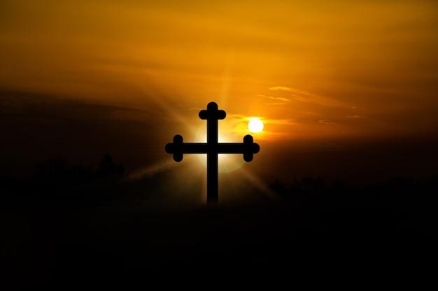 주님 성소의 노을에 예수 그리스도 십자가의 개념