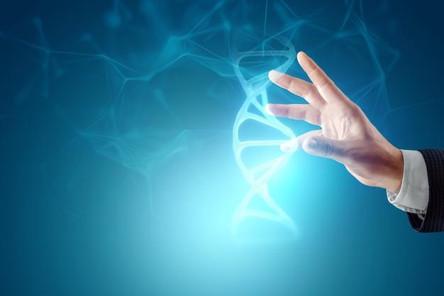 青い背景の上のビジネスマンの手にあるdna分子の輝くホログラム。医療技術の概念、科学、バイオテクノロジー。スペースをコピーします。