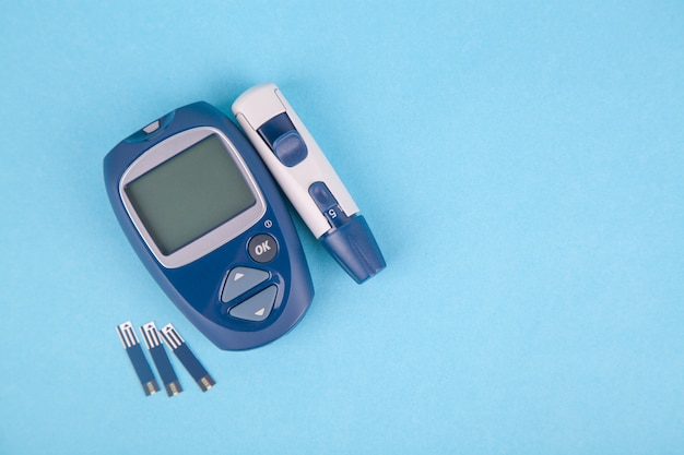 Glucose meter and a punch for the diagnosis of glucose