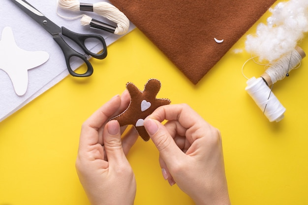 Glue the hearts to the christmas gingerbread man. step-by-step manufacturing instructions. step 8.