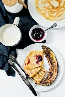 グルテンフリーとラクトースフリーのパンケーキ。成分:グルテンフリーの小麦粉、オート麦ミルク、ウズラの卵。
