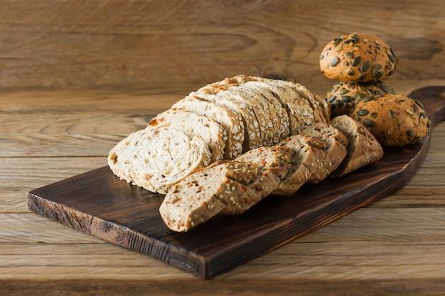 글루텐 프리 비건 빵과 동물성 제품이 없습니다. 오트밀, 바나나 맛이 가미된 채식 빵