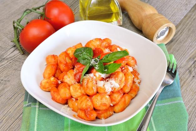 モッツァレラチーズのニョッキソレントナポリ料理