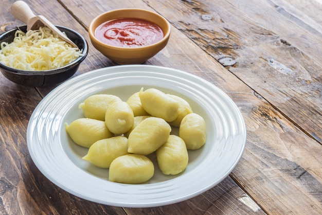 Gnocchi stuffed with pesto with homemade tomato sauce and cheese