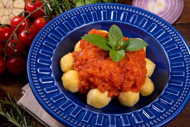 Ньокки с натуральным органическим томатным соусом без пестицидов