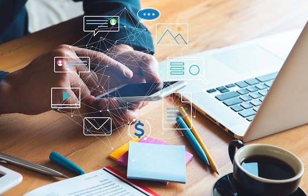 디지털 및 온라인 개념, 소셜 네트워크를 통한 새로운 트렌드, 비즈니스 상황의 중단.