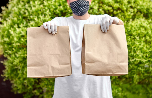 Доставка курьером go go box, служба доставки, доставка еды в рестораны на вынос